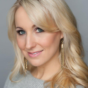 Nikki Glaser at Premier Bridal Shows