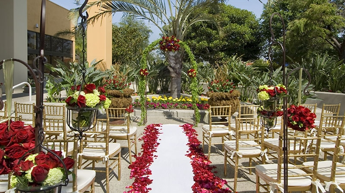 Ceremony Site - a Bride 's World at the DoubleTree by Hilton Anaheim / Orange County Premier Bridal Shows